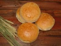 Питки за сандвичи, декорирани със сусам